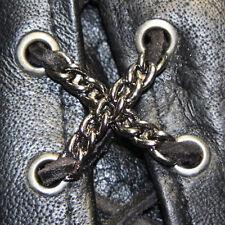 Biker Schnürung Chain Kette Westen Jacken Stiefel Lace Up Pin Anhänger NEU