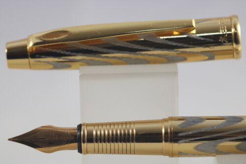 819 Herringbone Gold Plated Medium Fountain Pen with Gold Trim Wing Sung No