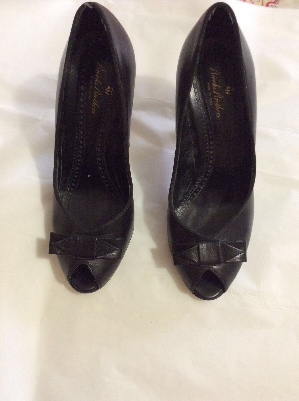 VERY GOOD CONDITION Brooks Brothers Women's Open Toe Black Pumps - 8.5
