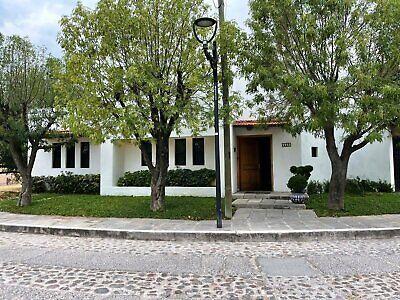 Casa en venta al norte de Aguascalientes, zona residencial exclusiva, Fraccionamiento Vergeles.