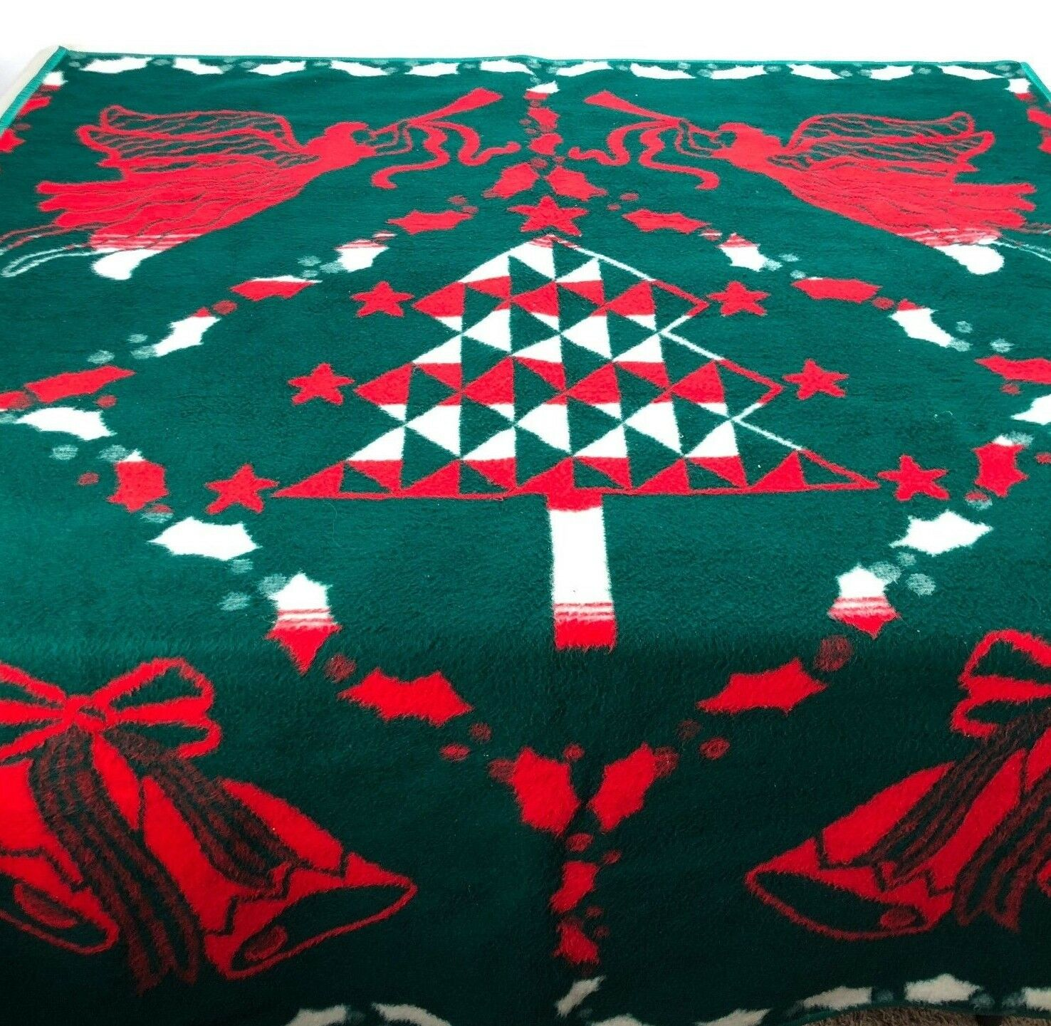 Vtg Christmas Throw Blanket Acrylic Tree Angel Bells Holiday Grün rot 72  x 56