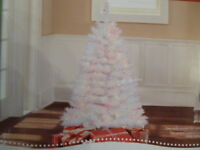 NEW 4 FT PRE LIT WHITE INDIANA SPRUCE CHRISTMAS TREE 173 TIPS 150 MULTI LIGHTS