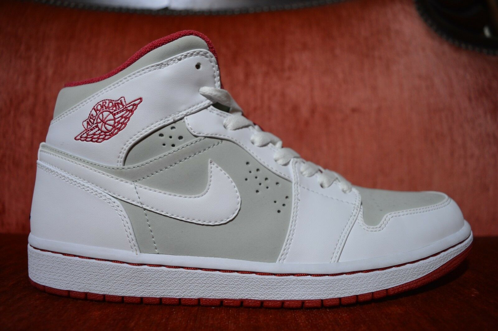 CLEAN 2009 Nike Air Jordan 1 Retro Hare Jordan Light Silver/white-true, Size 9.5