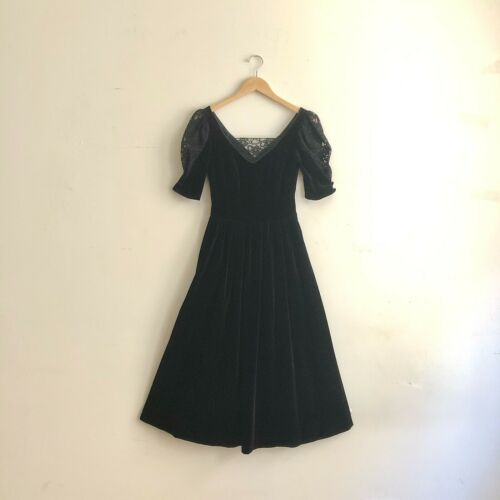 80s Vintage LAURA ASHLEY Black Velvet & Lace Puff