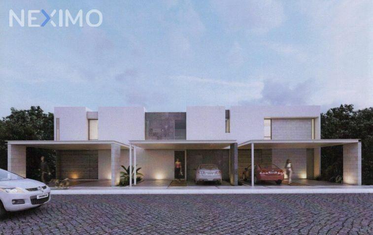 Casa en Venta en Residencial sobre av. Huayacan en Cancún, Quintana Roo