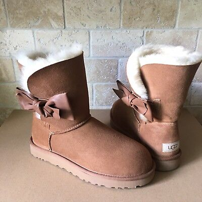 65a66985769 UGG Daelynn Chestnut Leather Bailey Bow Suede Classic Short Boots Size 7  Womens   eBay