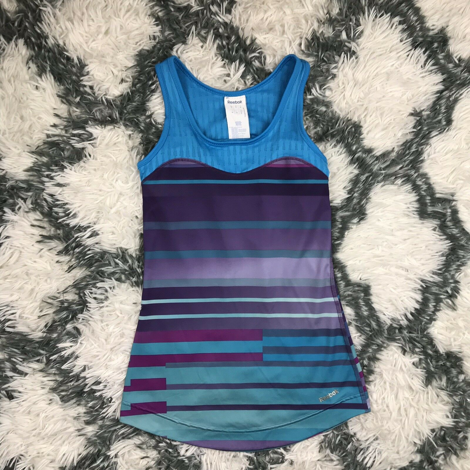 Reebok Women's Athletic Top Size Small
