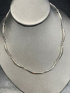 Vintage-signed-Trifari-Curved-Link-16-Long-Silver-Necklace