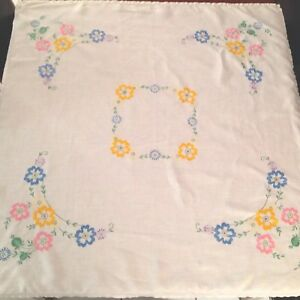 VINTAGE-HAND-EMBROIDERED-WHITE-LINEN-TABLECLOTH-42X44-INCHES