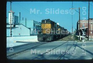Original-Slide-C-amp-NW-Ry-Chicago-amp-North-Western-GP7-1571-amp-2-Action-In-1976