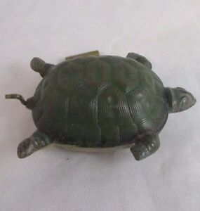 RARE-ANTIQUE-painted-metal-TURTLE-or-TORTOISE-wind-up-TAPE-MEASURE