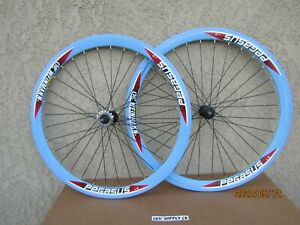 NEW-BICYCLE-700-x-25-C-50-mm-ANODIZED-BLUE-FIXIE-WHEEL-SET-W-SEAL-BEARINGS