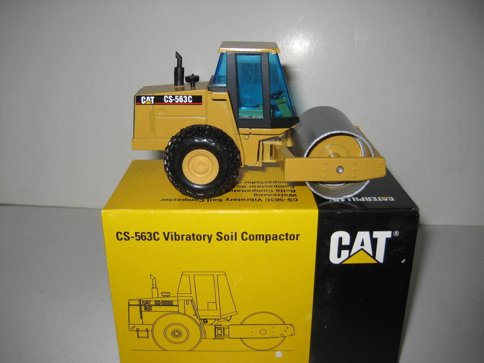 Caterpillar CS 563 C Rouleau #4011 NZG 1:50 neuf neuf neuf dans sa boîte | La Construction Rationnelle  3a79e9