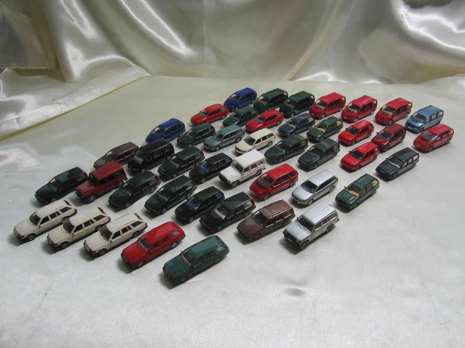 2011-8  lot 45 Wiking modelo coches combis Vans
