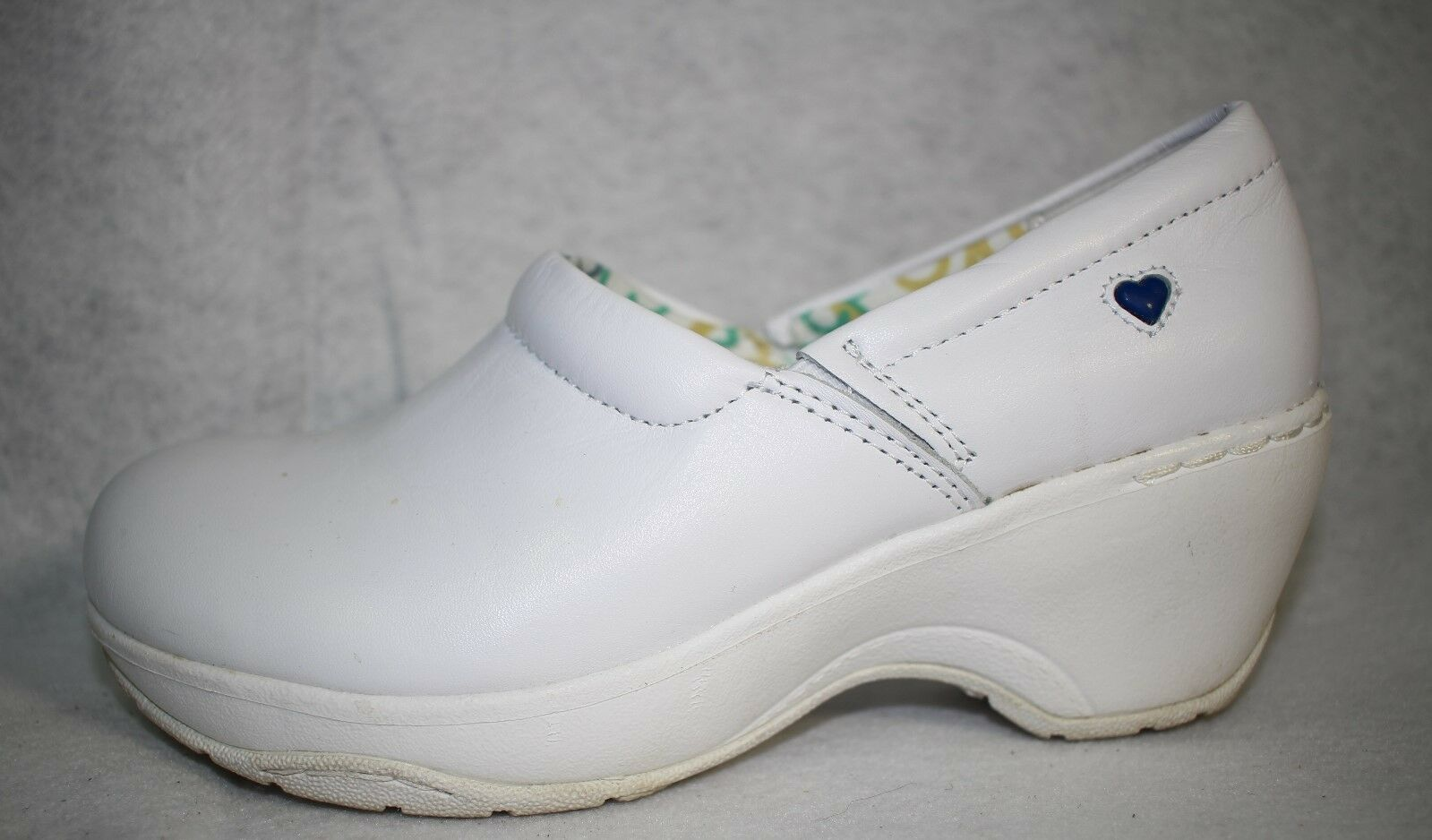 Nurse Mates Bryer White Leather Occupational Women Slip On shoes 7.5 M