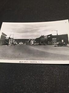 Postcard-Cranbrook-B-C-Baker-Street-Old-Cars-Road-Town-Canadian-Vintage-Q01