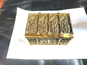 Ancien-coffret-bronze-style-Gothique-decor-scenes-bibliques