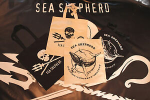 Sea-Shepherd-Tote-bags-Shopping-Black-amp-Natural-Neptunes-Classic-Jolly-roger