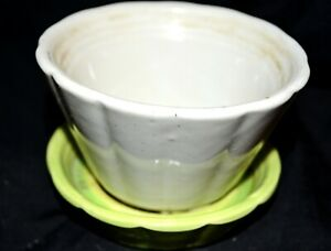 Vintage-SHAWNEE-POTTERY-533-One-Piece-Plant-Holder-Pale-Green-amp-White