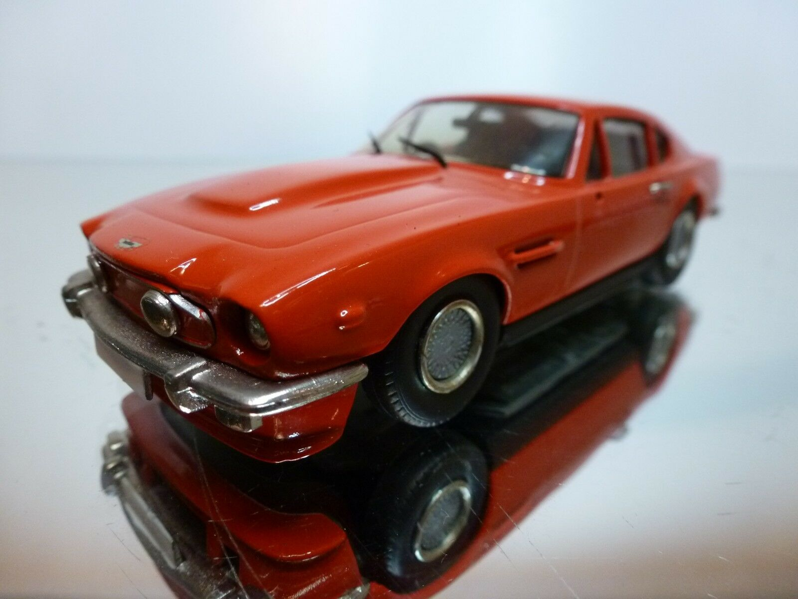 WESTERN MODELS WP 109 ASTON MARTIN V8 - rouge 1 43 - EXCELLENT CONDITION - 9