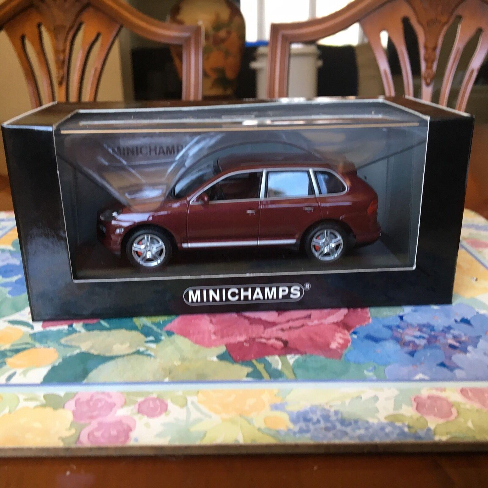 Minichamps Porsche Cayenne Turbo In Carmona Red. 2007 Model in 1 43 scale