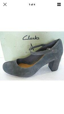 Clarks Shoes Gray Suede 8 (42)