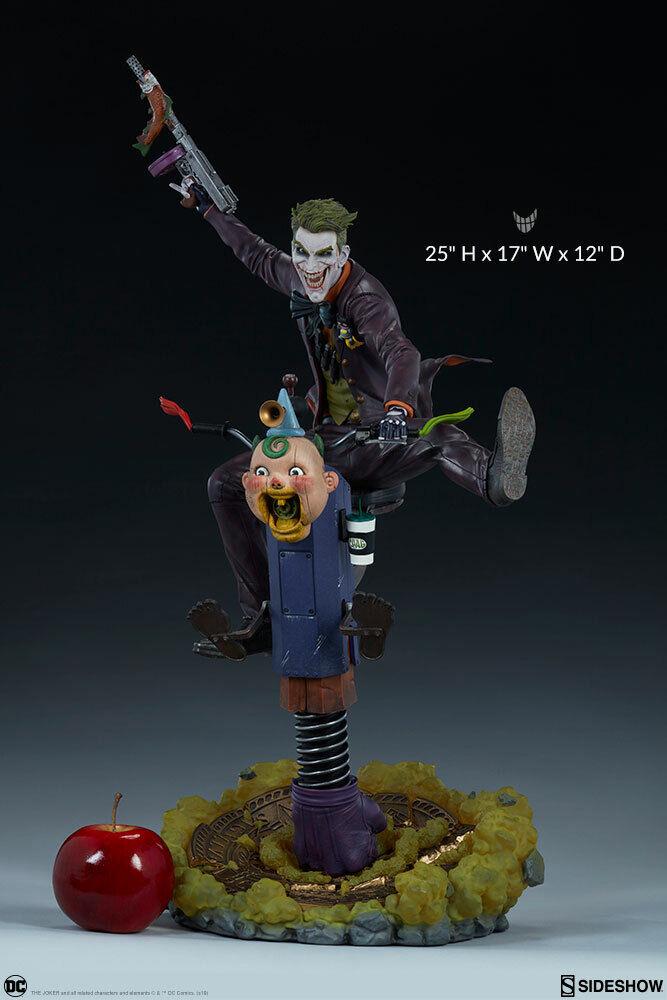 DC Comics the classeic Batuomo enemy THE JOKER Premium Format Statue Sidemostrare