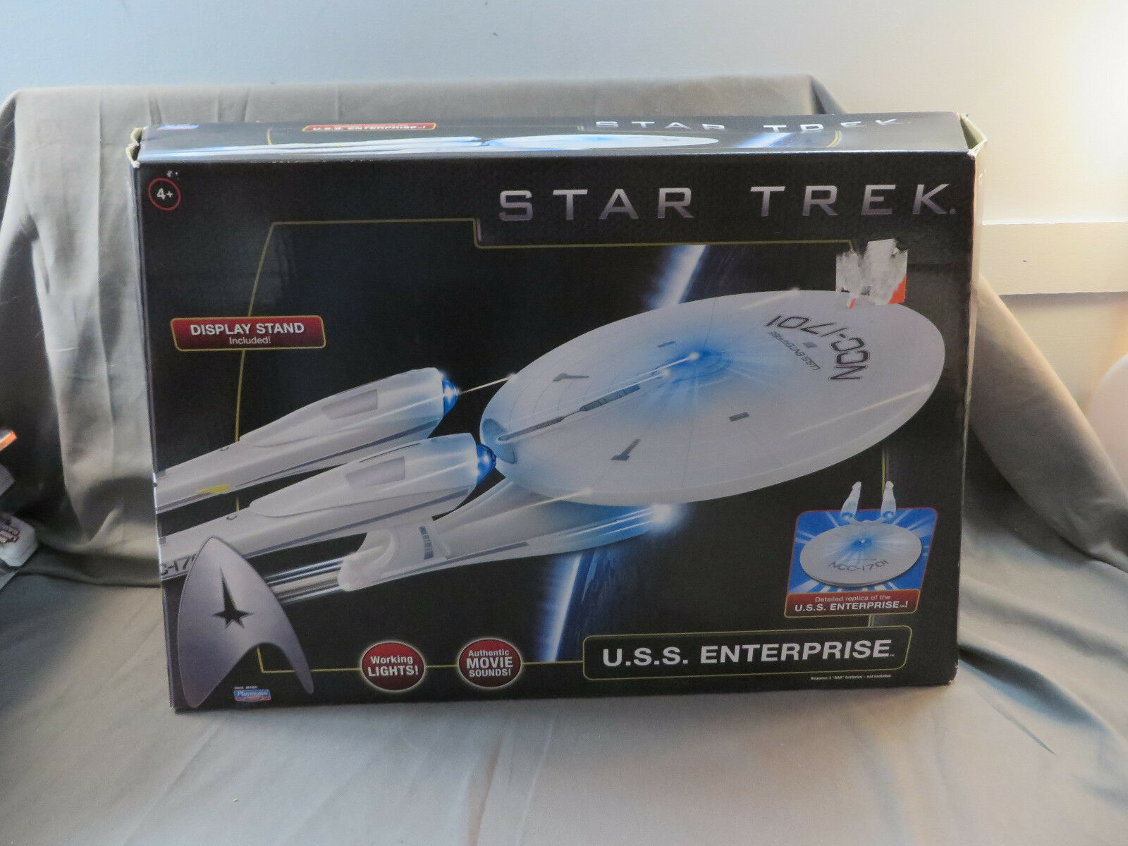 2009 estrella Trek USS Enterprise Light & suono Detailed  Replica by Playmates nuovo  80% di sconto