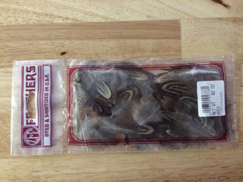 VINTAGE FEATHERS NEW OLD STOCK IN ORIGINAL PACKAGING 0.02 OZ