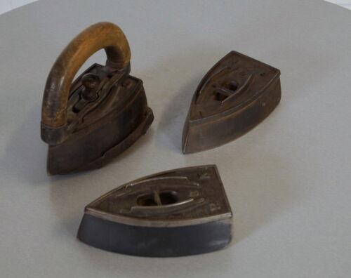 3 alte Bügeleisen Glätteisen mit Wechselgriff Größe 1 bis 3 mit Ablage 30er J.