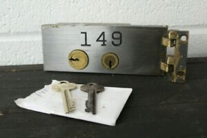 VINTAGE-DIEBOLD-SAFE-DEPOSIT-BOX-LOCK-W-2-KEYS-amp-HINGE-SAFETY-DOOR-SMALL
