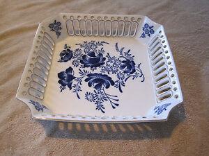 T-Limoges-LG-Porcelain-Dec-a-la-Main-Dish-Bowl-Floral-Pattern-with-Gold-trim