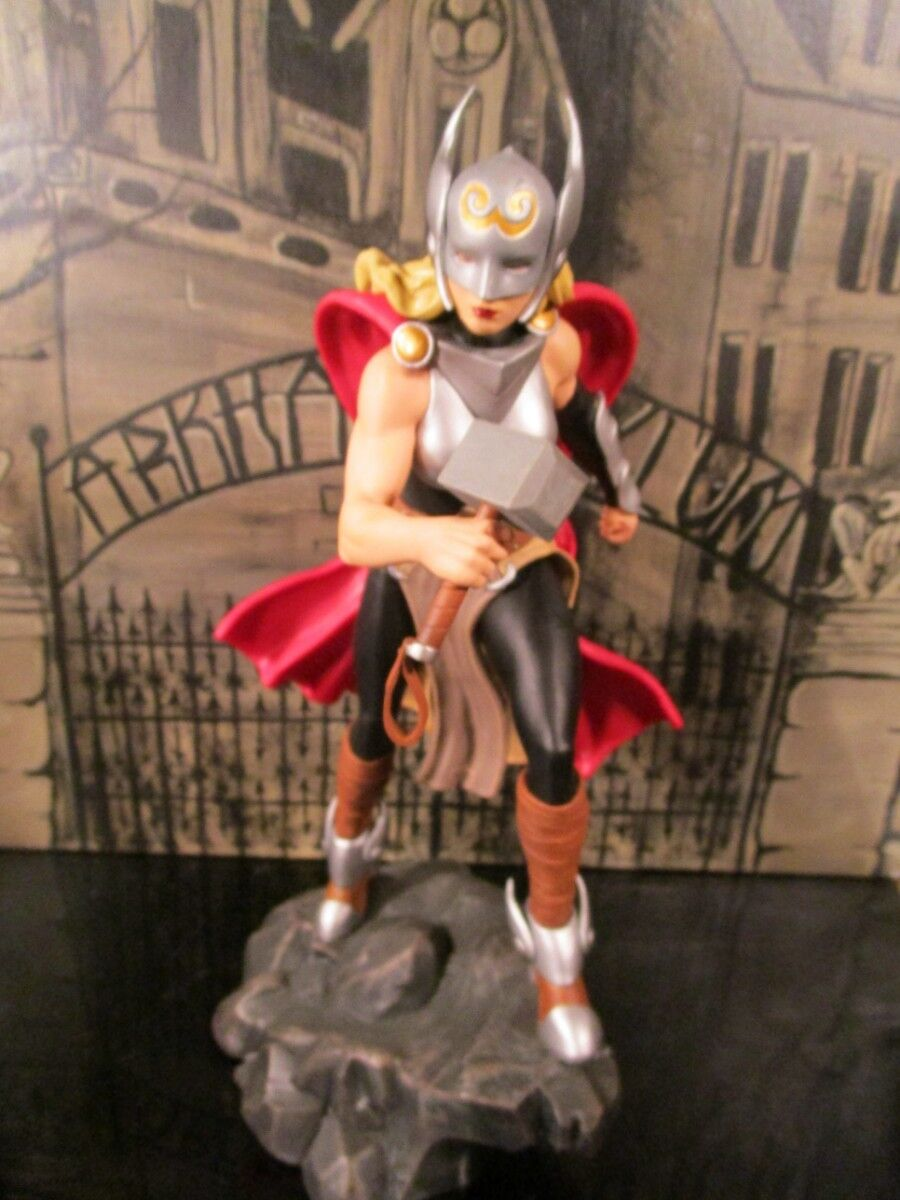 Diamond Select Toys Marvel Gallery Lady Thor PVC Figure