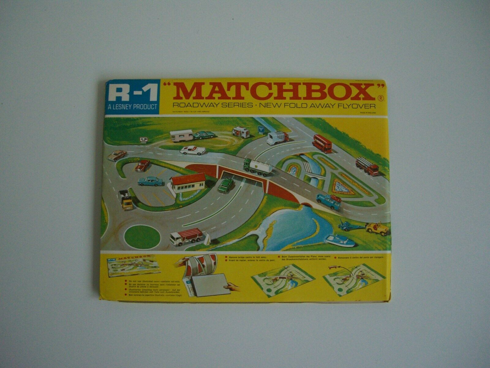 Matchbox R-1 layout - Pristine, but no wrapping.