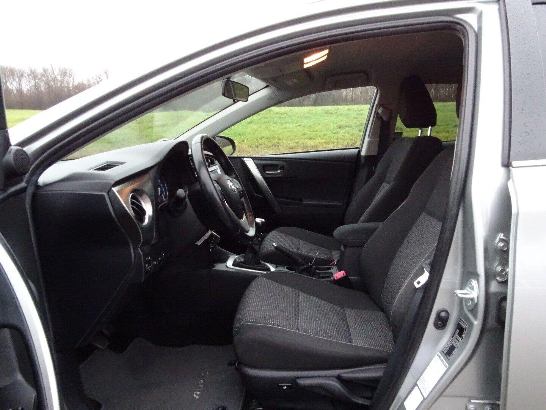 Toyota Auris 2,0 D-4D T2 Touring Sports - billede 4