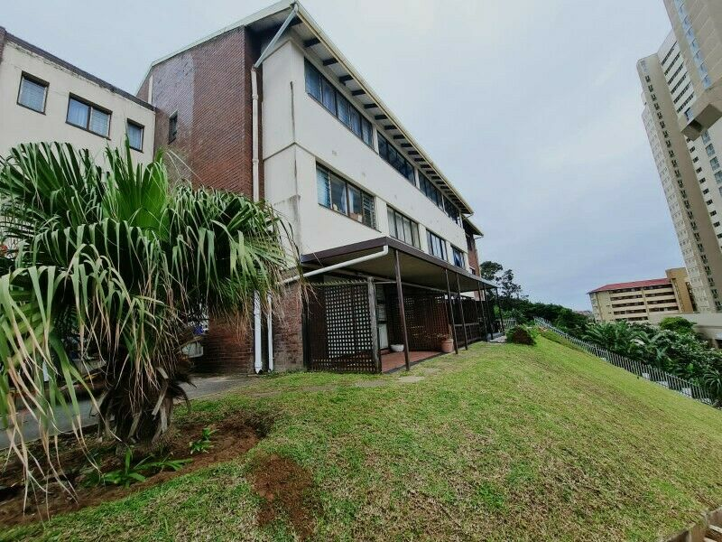 Bachelor flat, spacious with seaview  in Amanzimtoti available immediately
