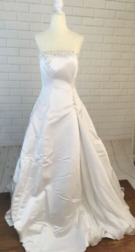 Wedding Dress Women's Size 6  With Vail Maggie So… - image 1