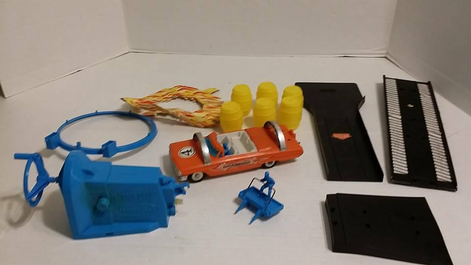 Vintage 1960's REMCO Duffy's Daredevils Working Motorized Stunt Car & Set pieces
