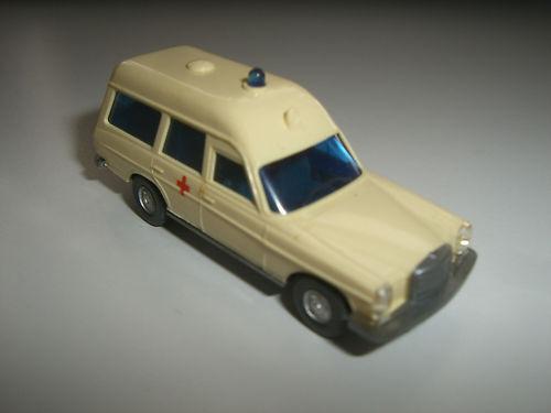 Wiking :MB 200/8 DRK Krankenwagen, Version ohne Lenkrad (PKW18)