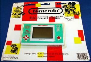 NINTENDO-GAME-amp-WATCH-BALLOON-FIGHT-SEALED-ON-CARD-NEW-1980s-ELECTRONIC-HANDHELD