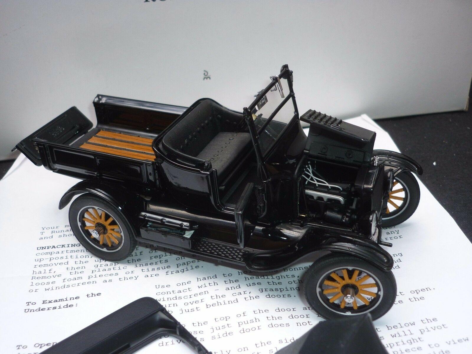 A Danbury mint scale Modelll of a 1925 Ford Modelll T laufenabout,  Boxed