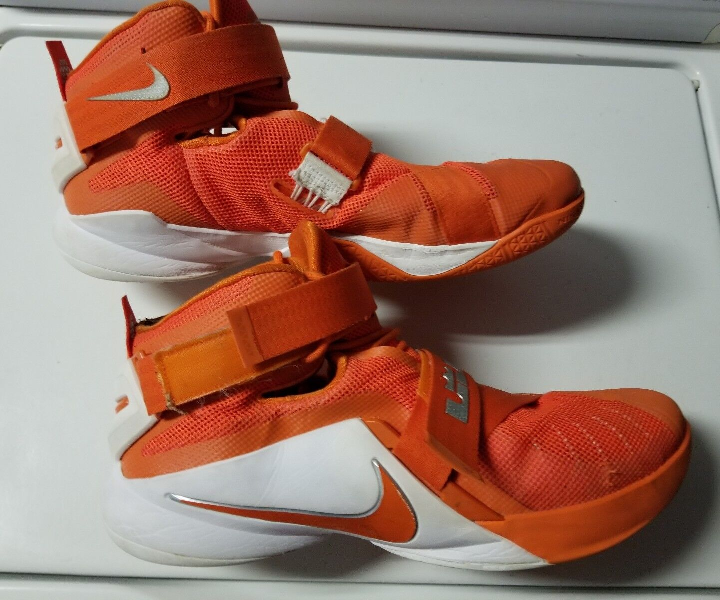 Lebron James Nike Zoom Mens Size 16 Orange & White