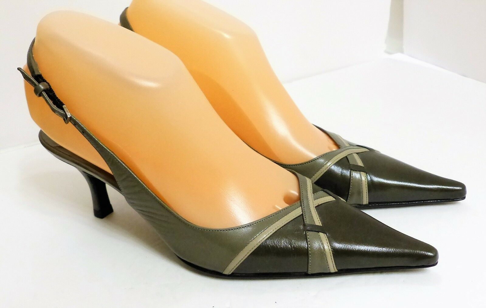 New Display Samples Bruno Magli Women's 6 1 2 B Green Leather Slingbacks   375