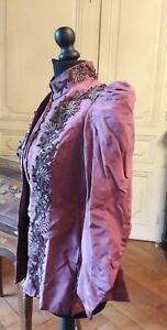 Belle Veste Ancienne Rebrodée Et Perlee De 1850 - 1880 Couleur Lie De Vin