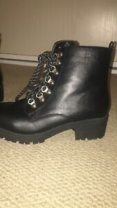 MIDAS black leather ankle boots size 40