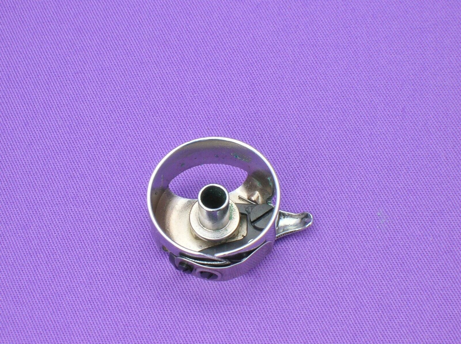 BOBBIN CASE TO FIT HUSQVARNA VIKING SEWING MACHINES #4011530 100,950,3320,6460