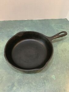Vintage-Wagner-Ware-8-Inch-Cast-Iron-Skillet-Fry-Pan-Made-In-USA-Marked-Y-And-5