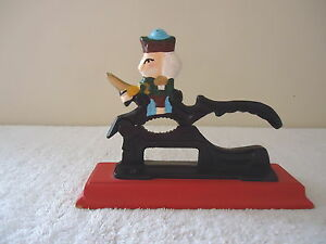 Vintage-Cast-Iron-Wood-Swordsman-Nut-Cracker-034-BEAUTIFUL-COLLECTIBLE-USEABLE-I