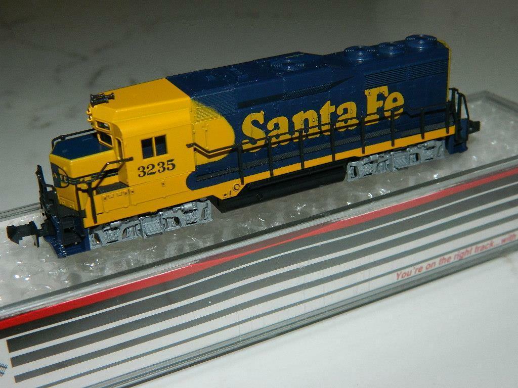 Atlas N Scale  4722 EMD GP30 Santa Fe Locomotive RD 3235 VTG NOS