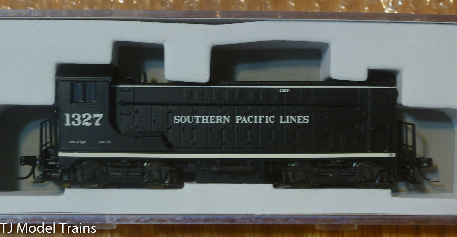 Atlas N  40002598 Southern Pacific VO-1000 Locomotive  Rd  1327  w/DCC / NCE